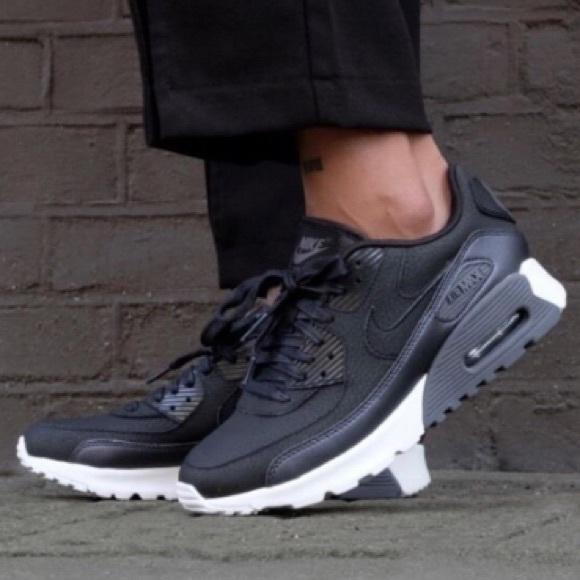 le scarpe nike air max 90 nero ultra basso le donne scarpe poshmark